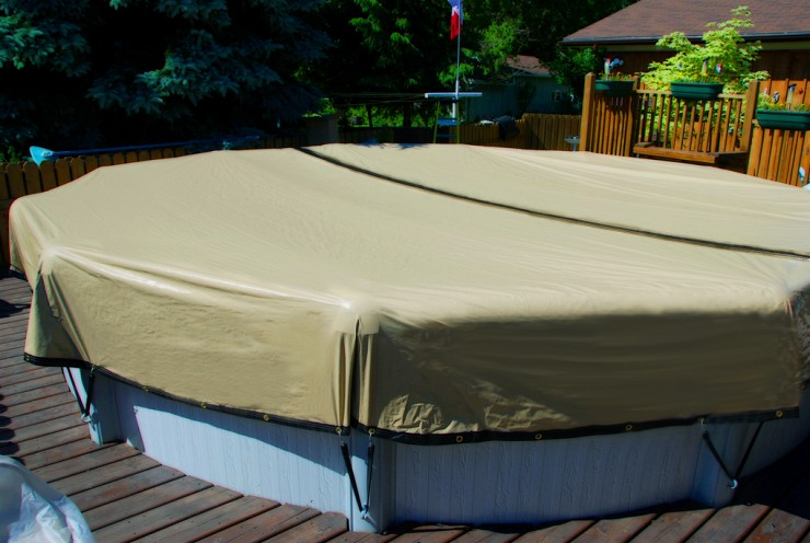 The Right Time to Close Your Pool for the Winter
